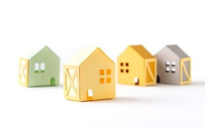 傾斜地に家を建てるメリットとリスク回避のポイント、費用を解説